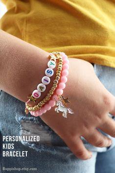 3 personalized kids bracelet Little Girl Jewelry, Girls Jewelry, Unicorn Birthday, Unicorn Party, Unicorn Names, Acrylic Letters, Kids Bracelets, Birthday Gifts For Kids, Name Bracelet