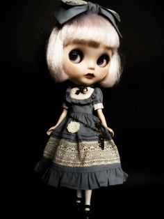 Wonderful look and such great detail on her dress!  by somewhere... a little world (by denerian)