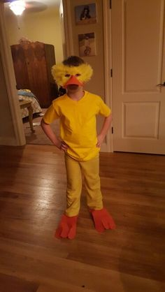Homemade duck costume Duck Costumes, Fancy Costumes, Minion Costumes, Christmas Costumes, Halloween Costumes, Halloween 2019, Duck Mask, School Costume, Happy Birthday Minions