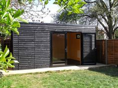 Incredible and cozy backyard studio shed design ideas Shed Office, Garden Office, Cozy Backyard, Backyard Studio, Black Shed, Black Cladding, Garden Cabins, Studio Shed, Garden Workshops