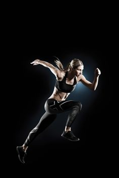 2XU Elite Compression Tights are engineered to boost circulation in key leg muscles to improve athletic performance.