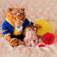 Hoje é o dia da Bela e a Fera! Esperando ansiosa para ver o filme, e vocês? Achei essa foto linda!! Respost da @bellybeautifulportraits Tale as old as time... loving this #beautyandthebeast themed newborn image! #bellybeautifulportraits #newbornphotography #newbornphotographer #baby #disney #beauty #infantphotography #infantphotographer #babyphotography #rosevillenewbornphotographer #californiaphotographer #sacramentophotographer #bayareaphotographer #lovemyjob #newbornprop #newbornposin...