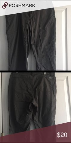 Used Eddie Bauer Travex Capri Cargo Pants Grey 10 Lightweight cargo pants, grey with a slight hint of green color, Capri length, size 10. K Eddie Bauer Pants Capris