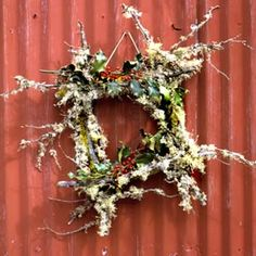 Love the look of this natural wreath.  It looks like a simple square of twigs decorated with dried greenery and flowers.  Definately going to make this.