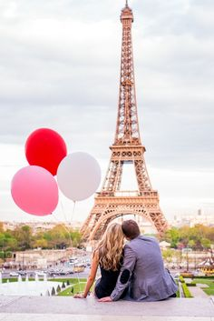 I need Mickey Mouse Balloons for this one.... Couple photo session in Paris - by Fran