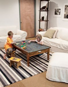 DIY: Train table turned into chalkboard coffee table Pallet Building, Chalkboard Table, Diy Furniture, Refinished Furniture, Diy Shows, Train Table, Home And Family, Family Rooms, Diy Projects To Try
