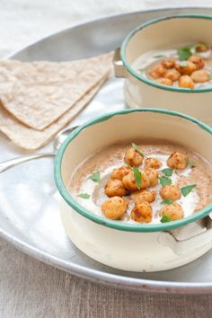 Zuppa di lenticchie e carote con ceci e tahina