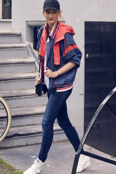 "Preppy and sporty, definitely something I would wear and an ""IT"" inspiration picture for wanting those clean and easy to wear Amsterdam Tomboy Chic, Sporty Chic, Sport Style, Sporty Girls, Sporty Look, Sport Fashion, Fitness Fashion, Hugo Boss, Clarks"