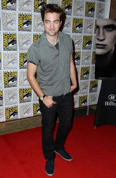 """Actor Robert Pattison arrives at the """"The Twilight Saga: Breaking Dawn - Part 2"""" press line during Comic-Con, Thursday, July 12, 2012, in San Diego. (Photo by Matt Sayles/Invision/AP)"""