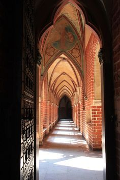 Teutonic Knights castle.  Malbork,Pomorze-Poland. Medieval World, Medieval Castle, Malbork Castle, German Houses, Visit Poland, Victorian Parlor, Central And Eastern Europe, Historical Monuments, Knights Templar