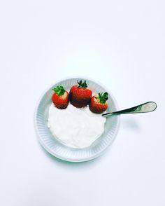 It's a yogurt & strawberry kind of morning.  . . . . . . #breakfast #100BIO #onehundredbio #tagpackaging #local #organicfruits #compostable #packaging #biodegradable #bowl #recyclable #retail #retailpackaging #gogreen #livegreen #workgreen #playgreen #eatgreen #nontoxic #reducewaste #brainfood #richmondstreetfair #startup #startuplife #elsegundo #california #instagram #instagood #picoftheday