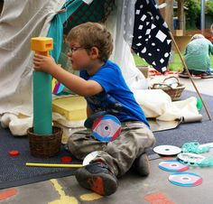 Playing with scrap (3). Thanks to Weave Recycle for sharing the photo.  Gloucestershire Resource Centre http://www.grcltd.org/scrapstore/