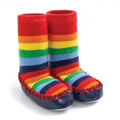 Keep tiny toes toasty this season with the Rainbow Stripe Moccasin Slipper Socks. Made from soft cotton knit that won't scratch, with a sock that stays up, kids won't want to take them off. The anti-slip suede sole makes our slipper socks essential for ne Toddler Boy Fashion, Kids Fashion, Striped Slippers, Kids Socks, Slipper Socks, Baby Booties, Moccasins, Baby Boy, Rainbow