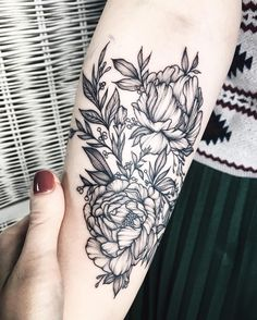 """743 mentions J'aime, 5 commentaires - Yaana Gyach • tattoo artist (@yg.tattooing) sur Instagram : """"⚪️yg.tattooing@gmail.com #ygtattooing #gyachyaana #linework #dotwork #blacktattoo #tattoo…"""""""
