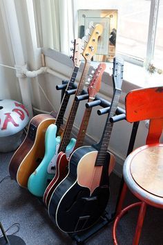 Greg Wooten « the selby How to deal with those guitars!