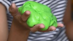 How to Make Slime for Kids Without Borax, Food Coloring and White Glue Le Slime, Borax Slime, Slime Asmr, How Make Slime, Make Slime For Kids, Kids Slime, Slime Experiment, Standard Recipe, Galaxy Slime