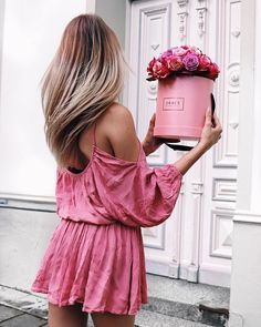 this color lights up our world   Get your pink crush at graceflowerbox.de