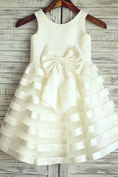 Buy cute flower girl dresses uk at Okdress. We offer cheap price cute ivory flower girl dresses with top quality, custom tailoring and fast delivery. Cheap Flower Girl Dresses, Wedding Dresses For Girls, Prom Dresses For Sale, Little Girl Dresses, Girls Dresses, Dress Wedding, 50s Dresses, Elegant Dresses, Baby Dress