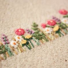 . 細かい刺繍ほど集中力が増し、楽しくなる、、、 . . #刺繍#手刺繍#ステッチ#手芸#embroidery#handembroidery#stitching#자수#broderie#bordado#вишивка#stickerei#花の刺繍