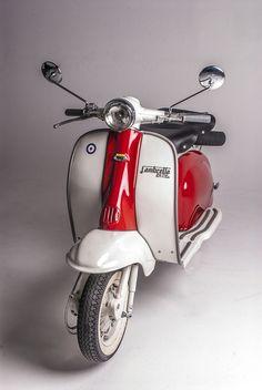 On a Scooter Ducati, Vintage Vespa, Lambretta Scooter, Scooter Motorcycle, Scooter Scooter, Triumph Motorcycles, Custom Motorcycles, Retro Roller, Vespa Motor Scooters