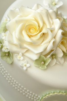 Gum paste rose on a birthday cake, from Rachelles Beautiful Bespoke Cakes.