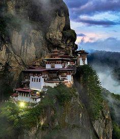 Hotels-live.com/pages/sejours-pas-chers - Bhutan photo by @elialocardi Hotels-live.com via https://www.instagram.com/p/BCvueXolNjr/