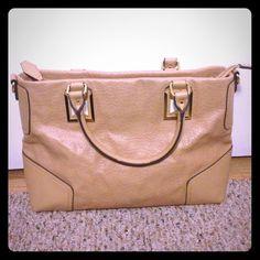 Adorable kardashian purse Adorable tan kardashian purse. Great condition!!! Kardashian Kollection Bags Totes