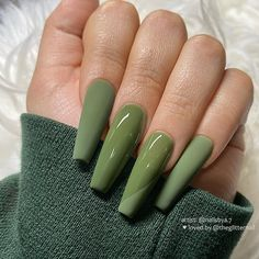 40 of the best fall nail colors, ideas & designs ranging from coffin nails, stilleto nails, long short nude colors & multicolored hues. Simple Acrylic Nails, Summer Acrylic Nails, Best Acrylic Nails, Acrylic Nail Designs, Nails Kylie Jenner, Green Nail Designs, Acylic Nails, Coffin Nails Long, Stiletto Nails