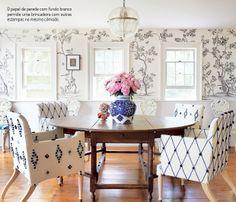 Uma decoração estampada com azul e branco. Veja mais: http://www.casadevalentina.com.br/blog/materia/casa-estampada.html  #details #interior #design #decoracao #detalhes #decor #home #casa #ideia #idea #charm #dining #estampa  #casadevalentina