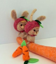 Little carrot lovers made of felt - 'Zana' & 'Horia' by MJ Crafts - needle felt