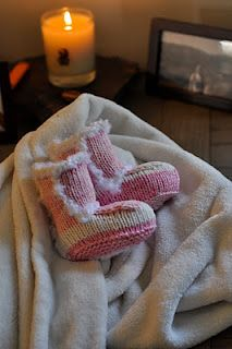 Baby Uggs free pattern Love must make... Now who is having a baby girl soon..