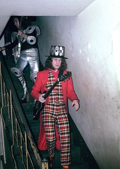 NODDY HOLDER 04 (SLADE) PHOTO PRINT... I love how shoddy this print is, is Dave Hill having trouble getting down the stairs in those shoes?