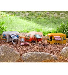 Miniature Fairy Garden Camper Fairy garden idea is a great project to encourage children's imagination. They'll enjoy coming up with garden ideas and creating their own unique landscape. Mini Fairy Garden, Fairy Garden Houses, Fairies Garden, Garden Gnomes, Fairy Gardening, Garden Art, Fairy Furniture, Garden Terrarium, Fairy Garden Accessories