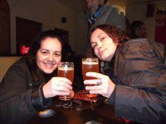 És un bar donde vamos a beber y reír, junto con los amigos, llamase Taylor´s bar pub.