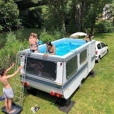 benedetto bufalino turns old caravan into mobile swimming pool - Camping Old Caravan, Camper Caravan, Camper Life, Camper Trailers, Caravan Ideas, Zelt Camping, Happy Campers, Campervan, Camping Hacks