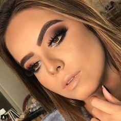 15 makeup looks for girls with tanned skin - Maga looks de maquillaje para chicas con piel bronceada – Magazine Feed - Glam Makeup, Cute Makeup, Simple Makeup, Natural Makeup, Hair Makeup, Glamorous Makeup, Party Makeup, Makeup Lipstick, Natural Skin