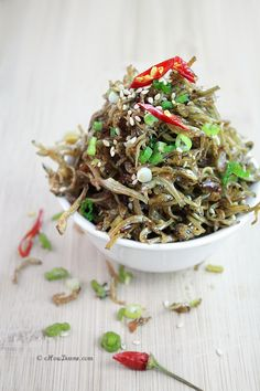This delicious fishy side dish has the texture of fried seaweed with the salty flavor of anchovies! Try it over rice as a cool side for your next Asian-style dinner! Side Dish Recipes, Asian Recipes, Healthy Recipes, Ethnic Recipes, Korean Dishes, Korean Food, Anchovy Recipes, Yummy Asian Food, Seafood Recipes