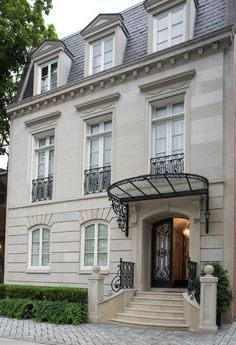 Mansard roof with dormers. Iron and glass canopy. Casement windows with Juliette balconies. Architecture Design, Canopy Architecture, Roof Design, Exterior Design, Terrace Design, Renovation Facade, Mansard Roof, Neoclassical Architecture, French Style Homes