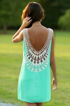 robe dos nu, jolie robe d'été de couleur bleu ciel, femme moderne