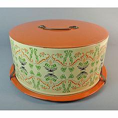 Cake carrier Vintage Cake Plates, Vintage Cakes, Vintage Tableware, Vintage Tins, Vintage Metal, Vintage Kitchen, Retro Vintage, Kitchen Things, Kitchen Items