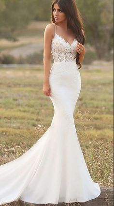 White bride dresses. All brides imagine finding the perfect wedding, but for this they need the best bridal dress, with the bridesmaid's outfits actually complimenting the wedding brides dress. The following are a few tips on wedding dresses.