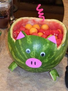 Fruit salad in a pig... Good idea for kids summer birthday party :-)