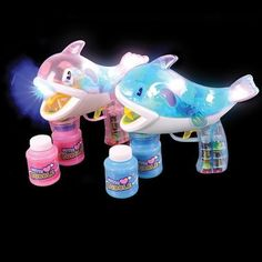 What a great way to make bubbles! Includes (1) Whale LED Bubble Gun.Includes (1) Whale LED Bubble Gun.