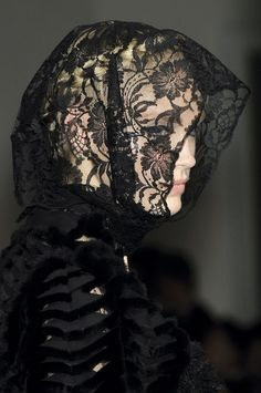 game-of-style:    Lady Stoneheart - Oscar de la Renta spring 2010