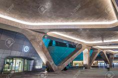 31222972-The-new-Dongdaemun-Design-Plaza-in-Seoul-designed-by-the-famous-architect-Zaha-Hadid-Photo-taken-Aug-Stock-Photo.jpg (1300×863)