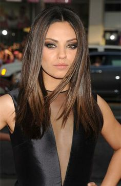 highlights for black hair and brown skin Fashion News, Fashion Beauty, Black Hair With Highlights, Hair Magazine, Mila Kunis, Brown Skin, Celebrity Hairstyles, Great Hair, Pretty Woman