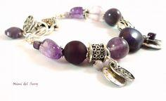 Bracelet camaïeu de violets, breloques, métal argenté