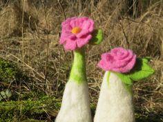 2 Filzig süße Blüten Eierwärmer ;0) von Sonja Sonnenschein auf DaWanda.com