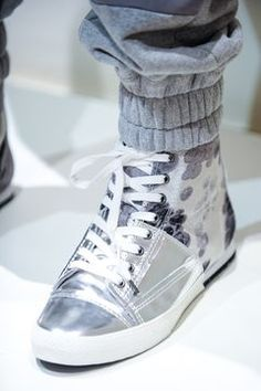 Discover NOWFASHION, the first real time fashion photography magazine to publish exclusive live fashion shows. Runway Fashion, Latest Fashion, Mens Fashion, Live Fashion, Fashion Show, Men's Shoes, Dress Shoes, Fall Winter 2014, High Top Sneakers