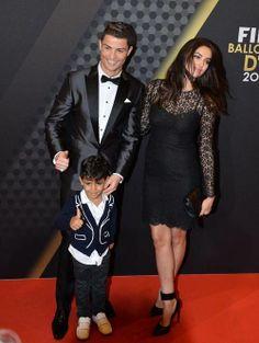 Cristiano Ronaldo con su hijo y su novia, Irina Shayk,  en la gala del Balón de Oro 2014